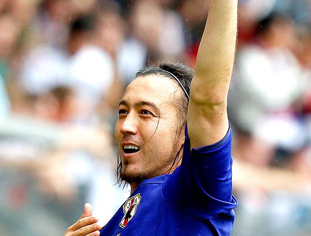 Markus Tanaka jogador japão comemorando seu gol