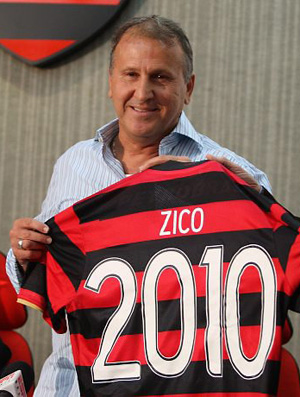 Zico com camisa do Flamengo 2010