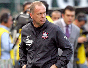 Mano Menezes treinador do Corinthians no clássico contra o Santos