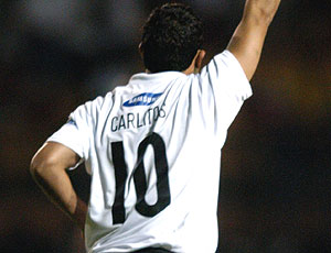 Tevez terá o apelido  Carlitos  acima do número 11 na camisa da ... aee67547144f1