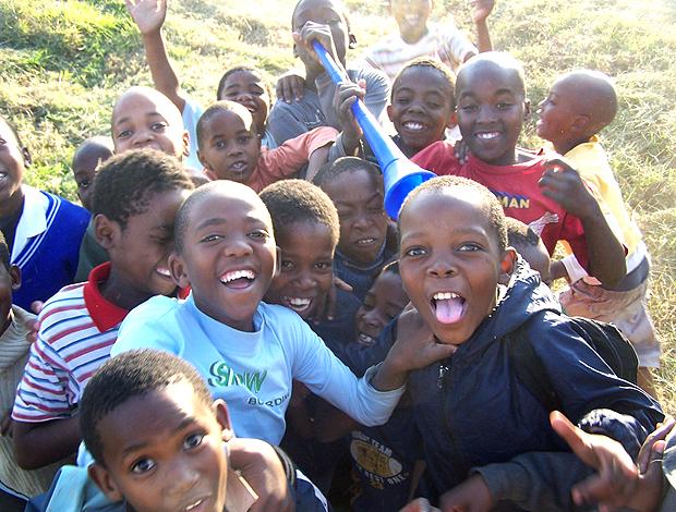 crianças que moram na favela