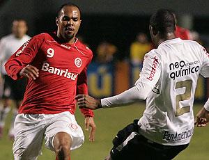 Alecsandro do Internacional no jogo contra o Corinthians