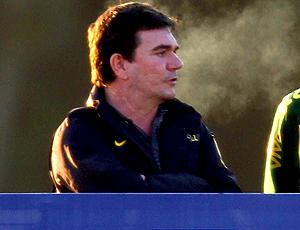 Andres Sanchez ao lado de José Luiz Runco no treino do Brasil