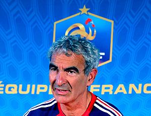 Raymond Domencech, treinador da França durante entrevista