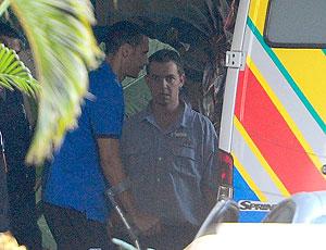Rio Ferdinand deixa hospital de muletas