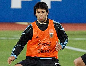 Sergio Aguero no treino da Argentina (Foto: AP)