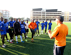 Marcio Maximo no treino da Tanzania