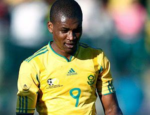 Katlego Mphela comemora gol em amistoso