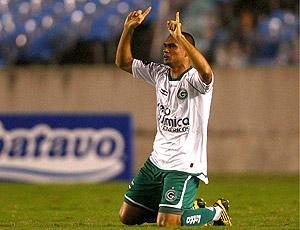 Otacílo Neto comemora o gol da vitória do Goiás sobre o Flamengo