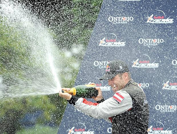 Hannes Arch comemora vitória na Air Race
