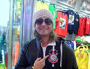 Músico Amber Thomaz com camisa Corinthians