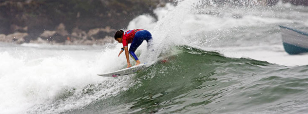 Silvana Lima surfe