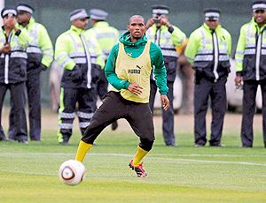 Etoo jogador do Camarôes em treino
