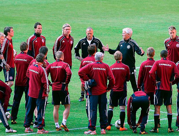 Morten Olsen treino jogadores Dinamarca