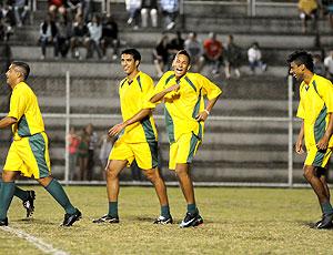 Pelada da Copa dança Neymar