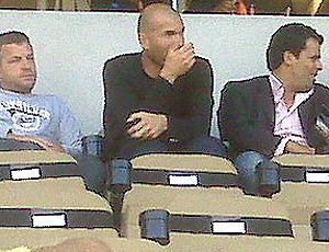 Zidane ex-jogador França no jogo da Argélia