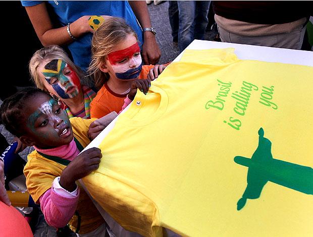 Crianças África do Sul camisa Brasil