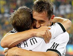 Klose e Lahm comemoração Alemanha