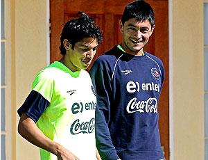 Matías Fernández (à esq.) Rodrigo Tello, Chile