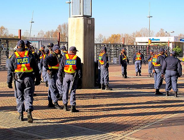 Policiais no Ellis Park