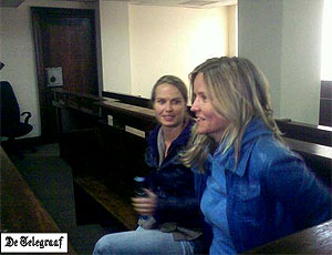 Holandesas aguardam para depor no Tribunal de Joanesburgo, nesta quarta-feira (Foto: Reprodução)
