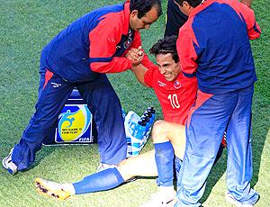 Valdívia atendido médico durante jogo Honduras