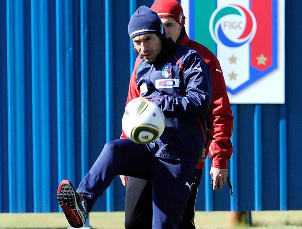 Andrea Pirlo treino com bola Itália