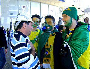 Torcedores brasileiros no jogo da Grécia