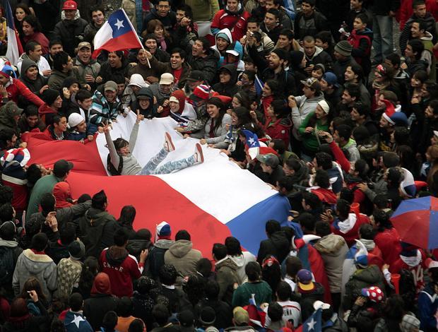 Chilenos comemoram vitória da seleção sobre Honduras na Copa do Mundo da África do Sul