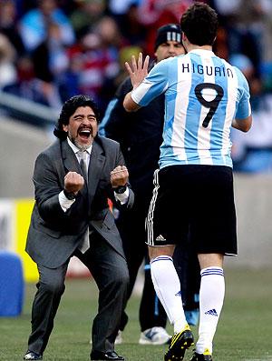 Maradona Higuaín comemoração Argentina