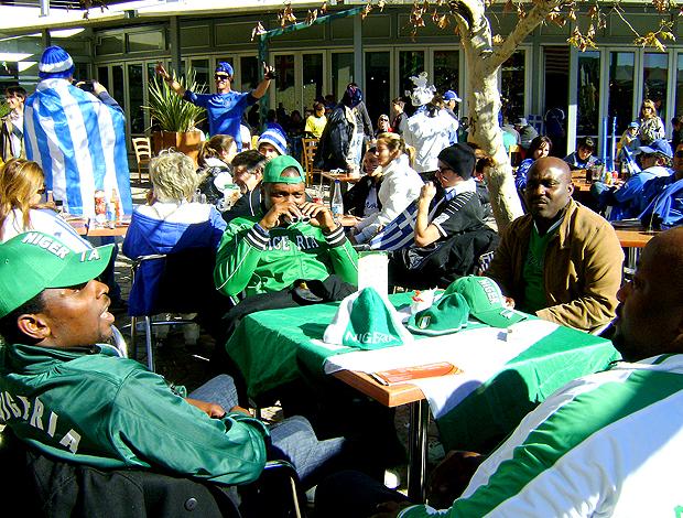 Torcedores Nigéria antes do jogo  Grécia