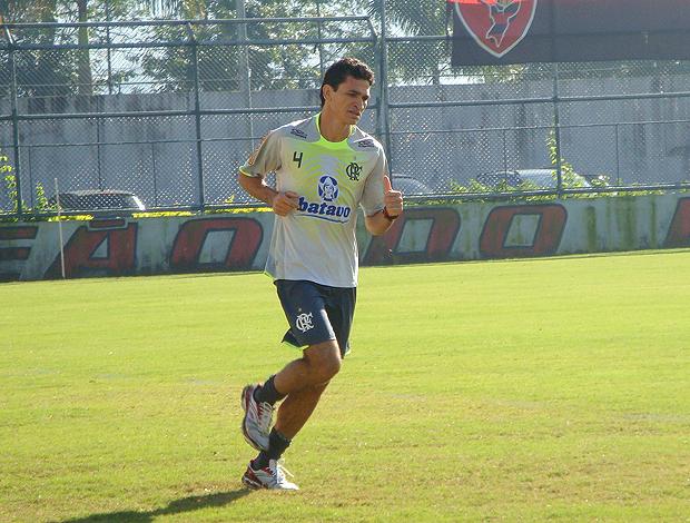 Ronaldo Angelim em treino físico na Gávea