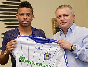 André apresentação Dynamo de Kiev  (Foto: AP)
