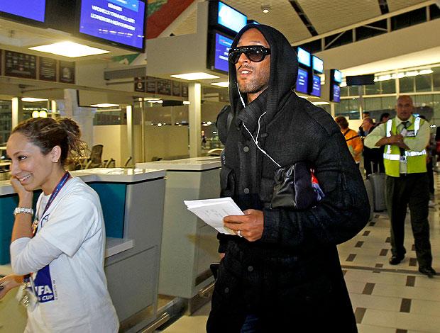 Anelka embarque aeroporto
