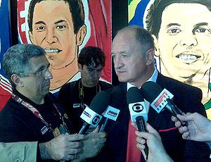 Felipão dá entrevistas após comentar jogo