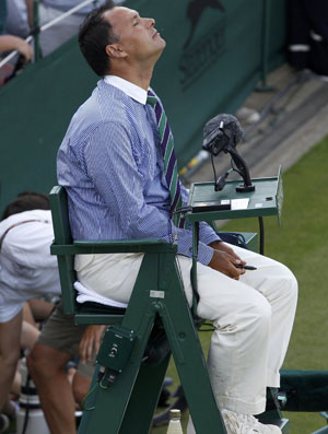 Mohamed Lahyani Wimbledon árbitro cadeira quadra 18 tênis