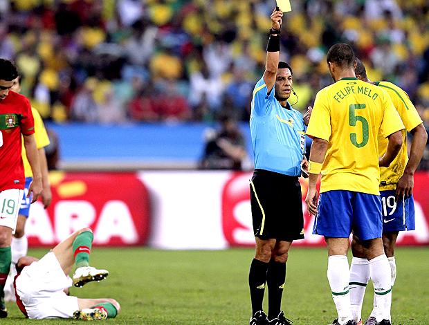 felipe melo brasil cartão amarelo