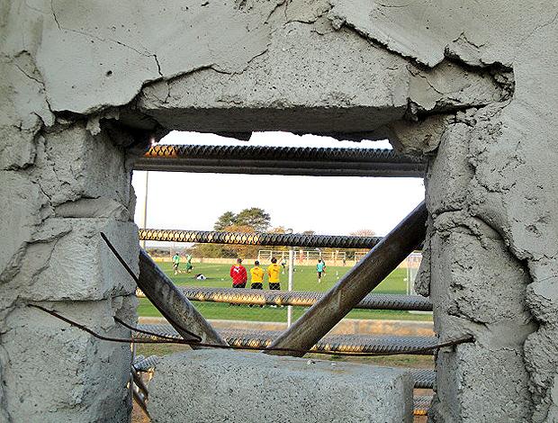 Muro do estádio de Mogwase no treino de Gana