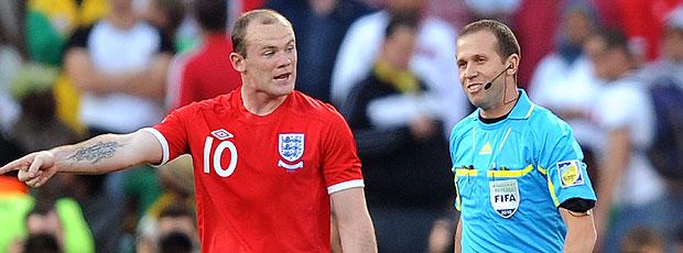 Rooney reclamação Mauricio Espinosa gol não marcado