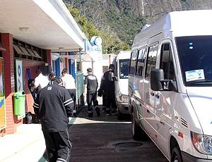 Jogadores do Botafogo chegam de van