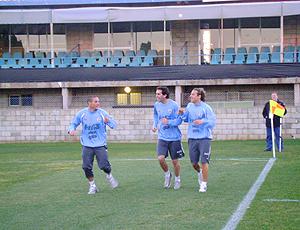 Diego Godin, zagueiro do Uruguai ao lado Forlán e Perez