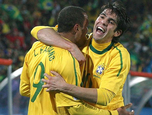 Kaka Luis Fabiano comemoração Brasil