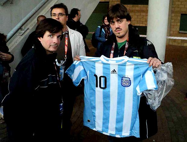Jornalista Argentino com camisa