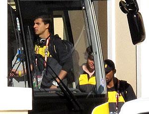 Nilmar embarque ônibus seleção brasileira jogo