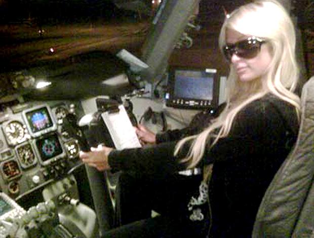Reprodução twitter Paris hilton avião