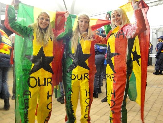Kerryn Michie, Michelle Michie Lara Michie, torcedoras Gana Soccer City