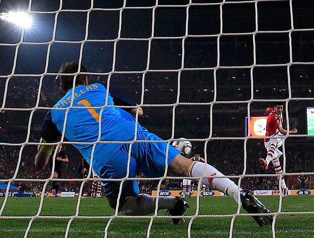 Casillas defende pênalti Espanha X Paraguai
