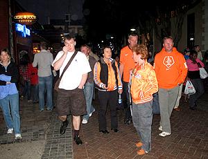 turistas no shopping waterfront na cidade do cabo