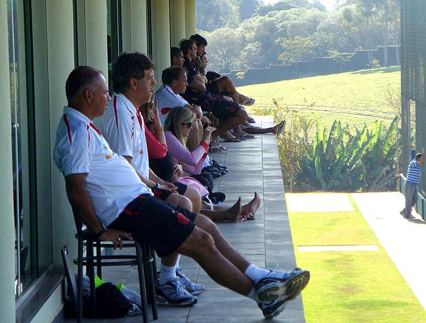 Rogério assiste jogo treino Flamengo