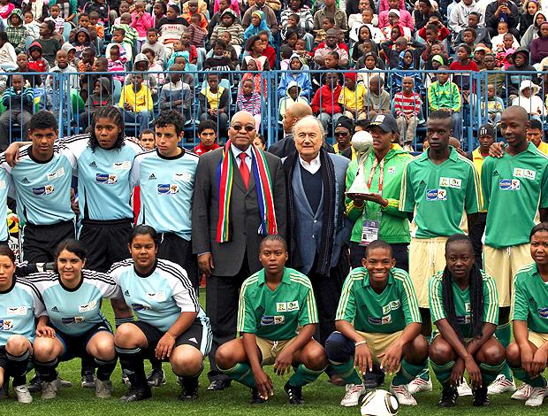 jacob zuma presidente da áfrica do sul joseph blatter partida caridade